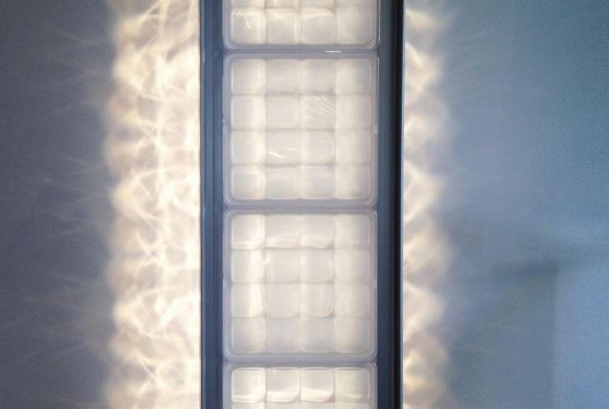 Светильники в форме стеклянных блоков Fred & Fred illuminate Colonne