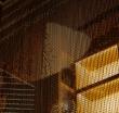 """Подвесные перегородки из алюминиевых цепочек KriskaDECOR в интерьере ресторана """"The Noodle House"""""""